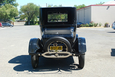 Ford 1925 Model T coupe rear