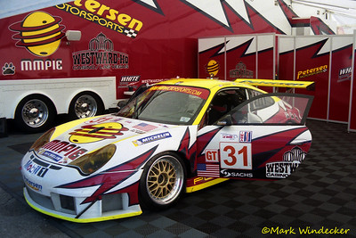 GT-White Lightning Racing
