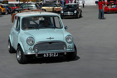 Another Classic Mini reaches to top deck.