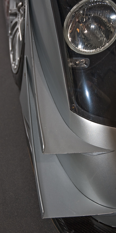 Winglets on the front fender.