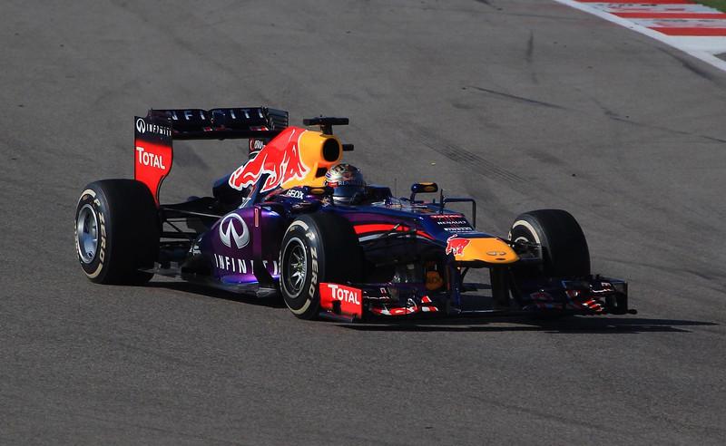 aaGrand Prix 2013 311 FINAL, Vettel qtr front, turn 7
