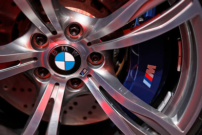 Drilled rotor, blue caliper and M-sport wheels on the new BMW M5.