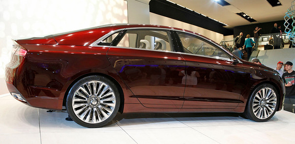 The Lincoln MKZ concept, built on a shared platform with the new Ford Fusion. Sleek design and nifty nose.