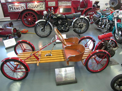 Auto Red Bug (1924), powered by a Briggs & Stratton 2hp engine.