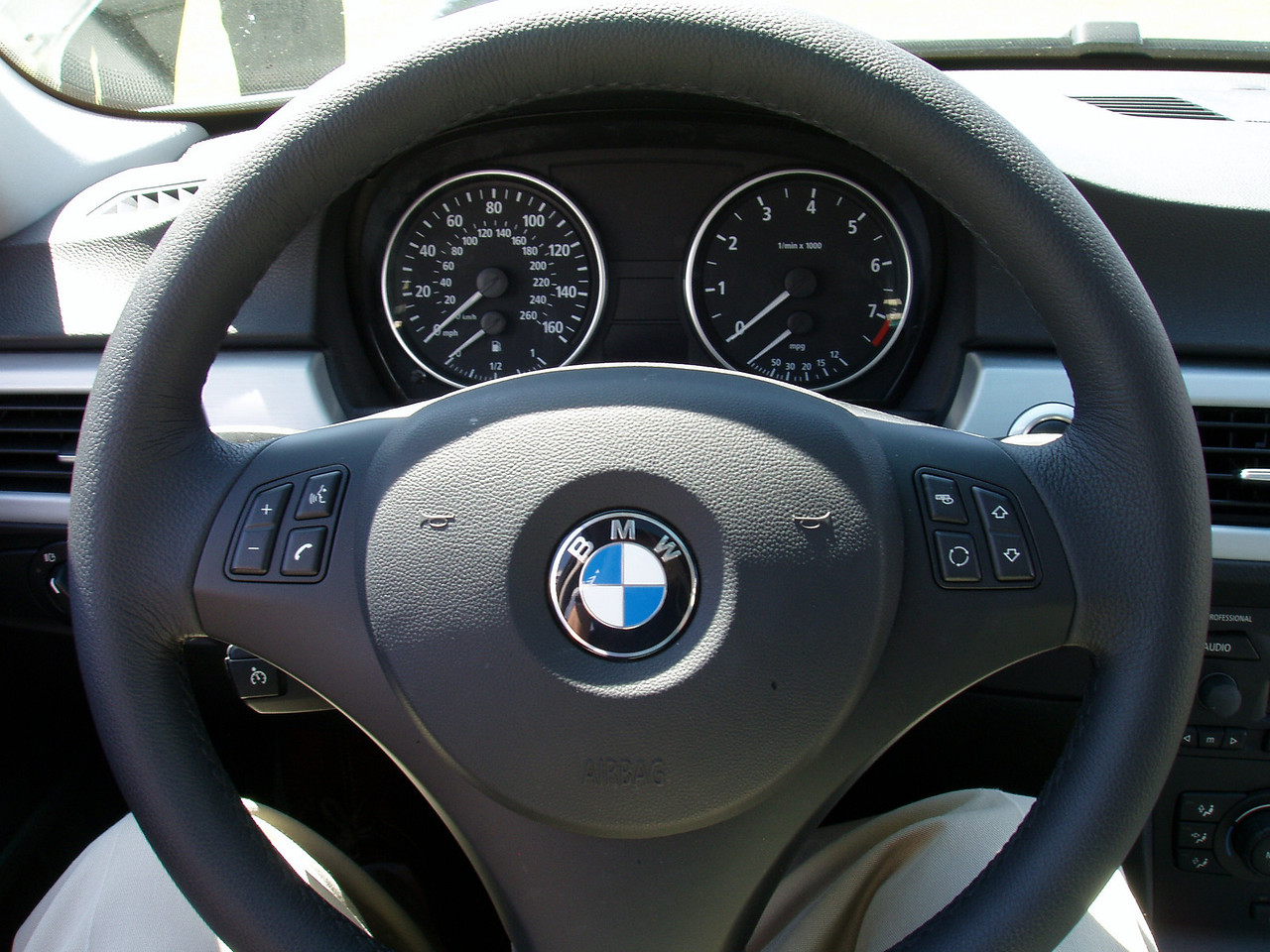 2006 330i Steering Wheel and guages