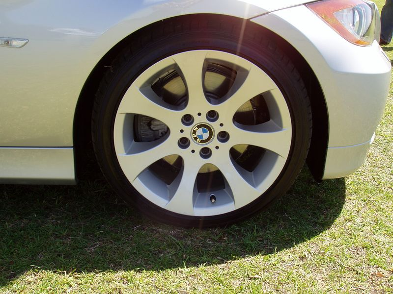 2006 330i Sport Package Front wheel/brakes