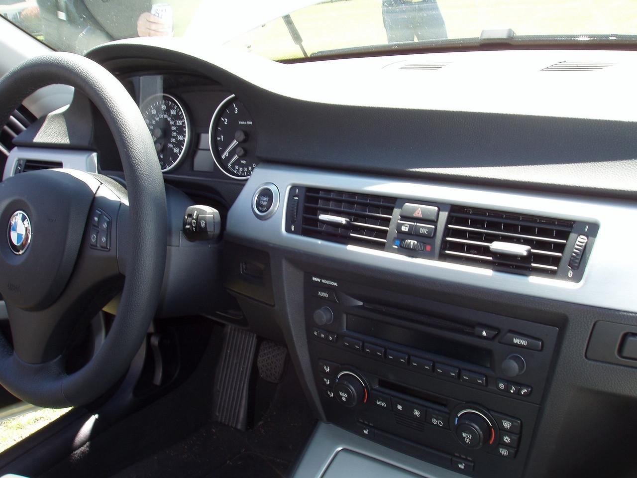 2006 330i dash