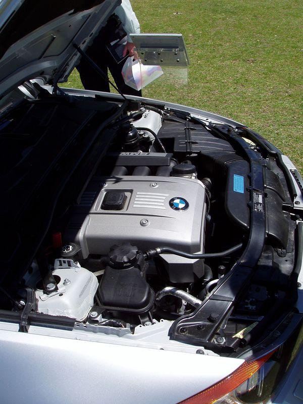 2006 330i Sport Package engine. Note Strut tower brace