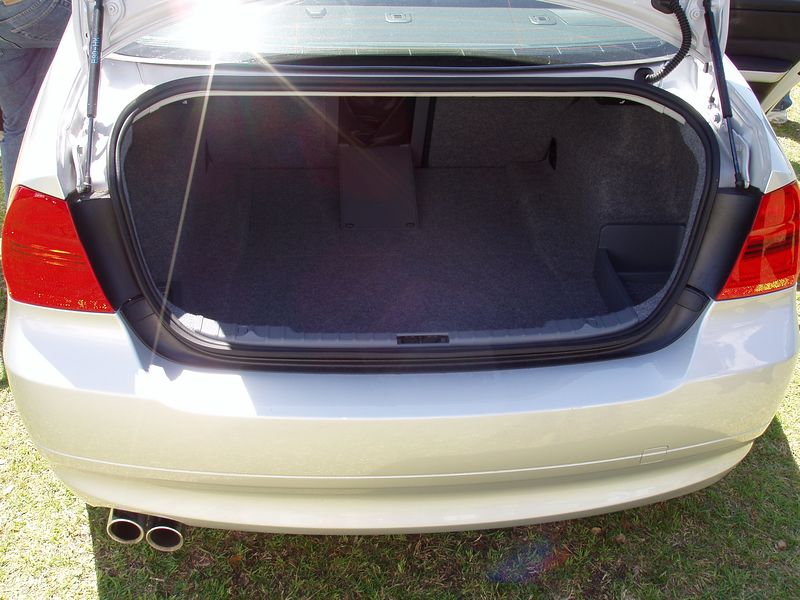 2006 330i Sport Package trunk