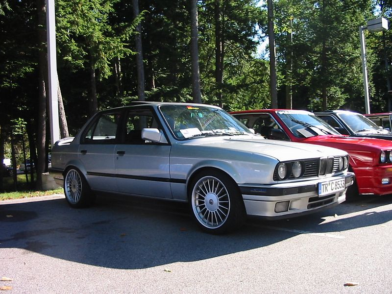 E30 325i with nice Alpina wheels