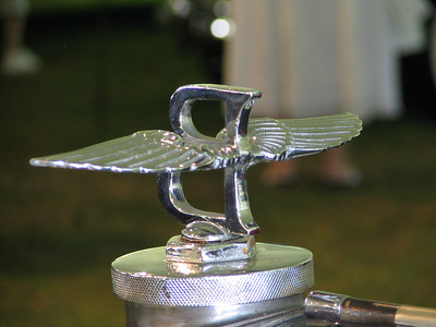 """Bentley """"Winged B"""" ornament. Doesn't this piece look like it weighs 10lbs? No wonder they're so concerned about pedestrian safety."""