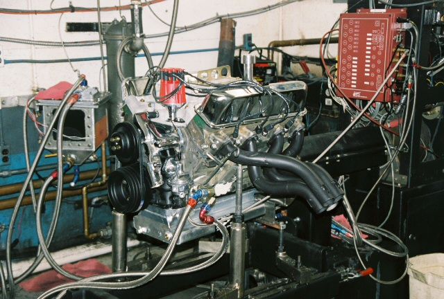 NOS 427 Ford Side Oiler engine on dyno