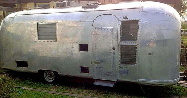 She Buys A Junkyard Camper But Not For Shelter. Just Wait Until You See What She Did With It…