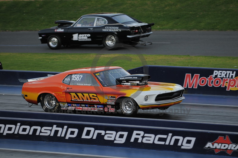 Racing at the Quit Motorplex in Kwinana Western Australia. Now THATS a paint job!