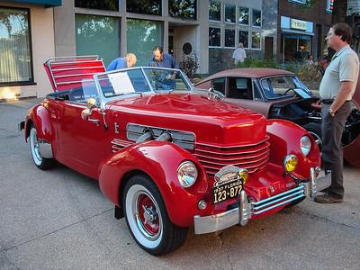 Retro 1937 Cord 810 Sportsman
