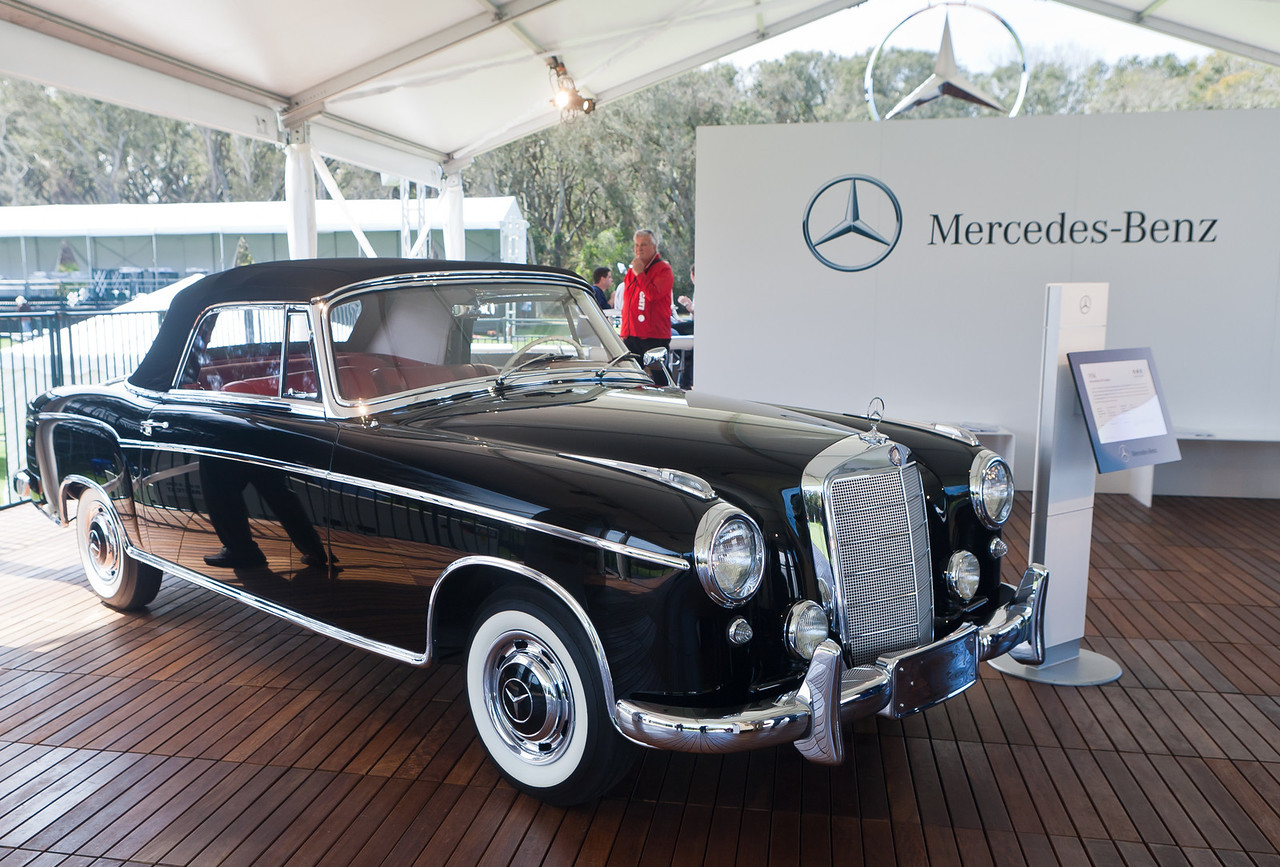 1960 MercedesBenz 220SE Cabriolet restored by MB Factory