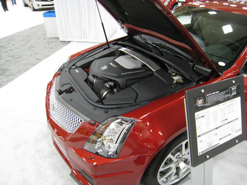 Cadillac CTS-V Wagon - under the hood
