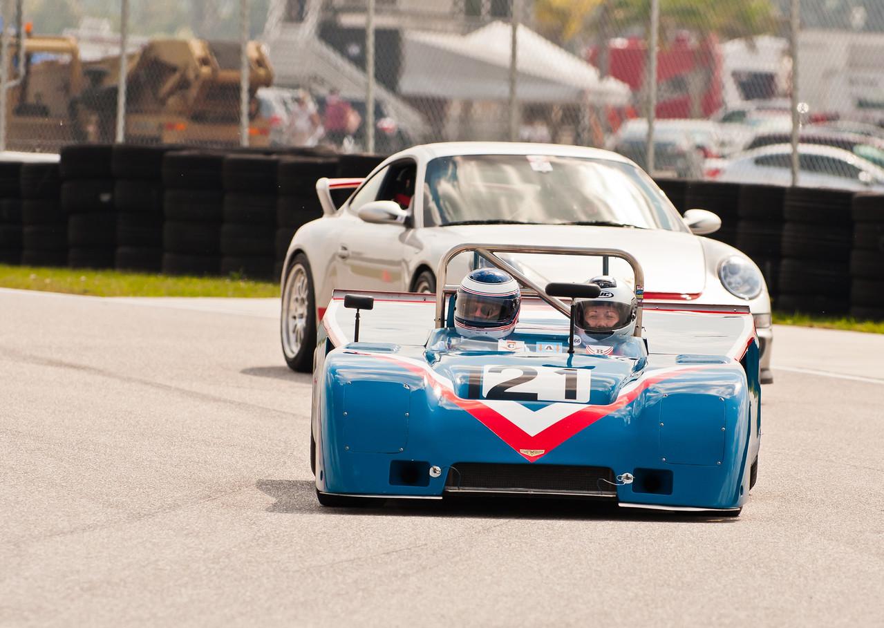 Chevon B19 leading Porsche GT3