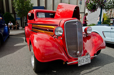 A nicely done-up 1935 Chevy Coupe.