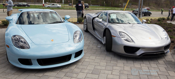 Carrera GT in Gulf Blue and 918.