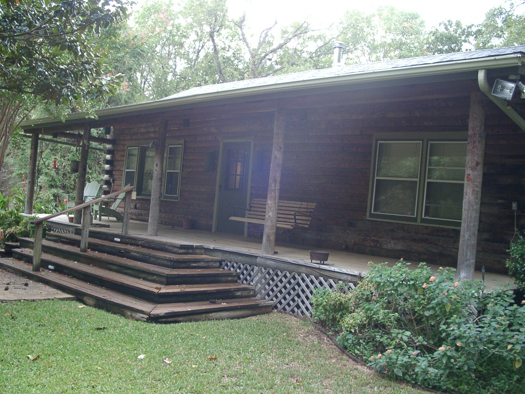 Here's the cabin I had on the Quinlan property.  It's 800 sq.ft. and has a living room, kitchen, bathroom and 2 bedrooms.  Pretty cozy - even has a wood burning stove, whole house fan to pull hot air out, and a normal central air system (A/C, heat).  The Quinlan property, which is where Monkeystone was headquartered for 2001-2003, was 9 acres.