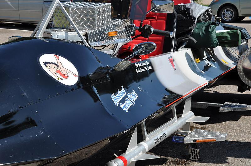 SR-71 markings.