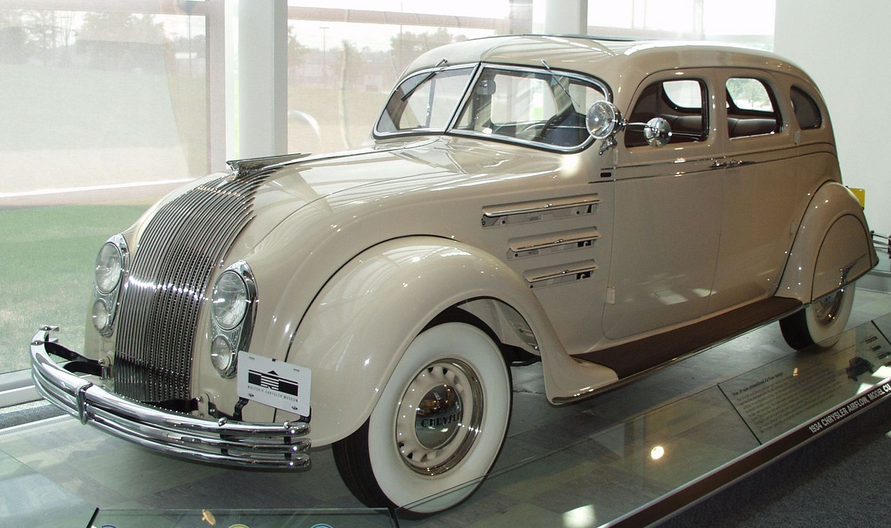 1934 Chrysler Airflow CU.