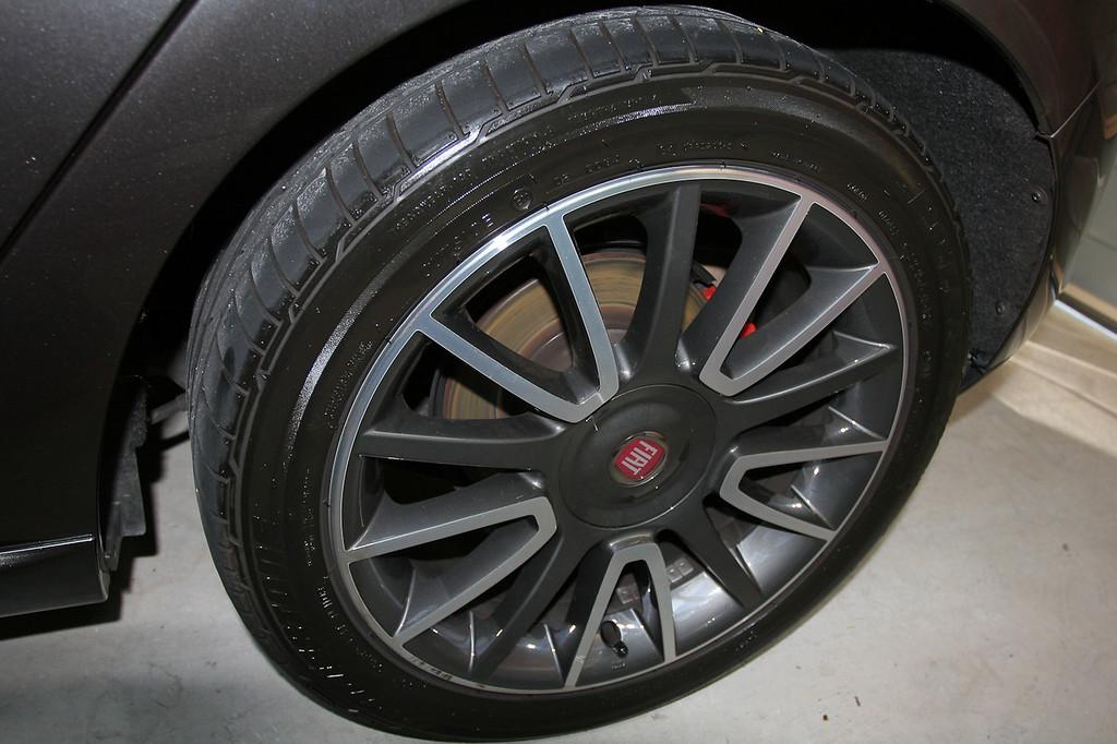 After application of Wolfgang Black Diamond Tyre Gel - Fiat Ritmo detail 8-10-9