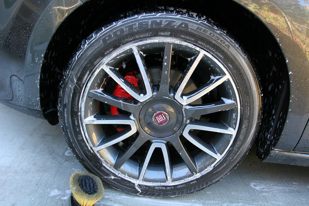 Tyres & arches cleaned with Megs APC; wheels cleaned with P21s standard wheel cleaner (No, that brush was only used on the tyres...) - Fiat Ritmo detail 8-10-9