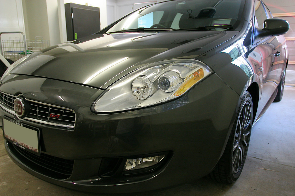 After application of Klasse Sealant Glaze to the front 2/3 of the car - Fiat Ritmo detail 8-10-9