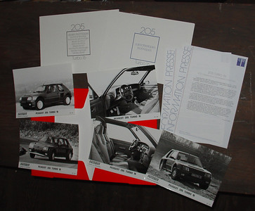 Peugeot 205 Turbo 16 Information Presse 1984.  The press kit has only 3 photos not 4