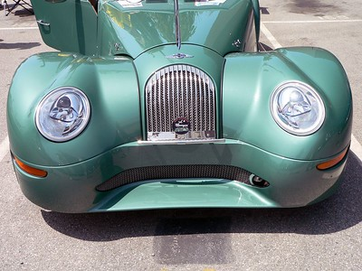 2005 Morgan Aero 8 (I miss the leather hood straps!) To me it looks like an old Morgan on steroids.