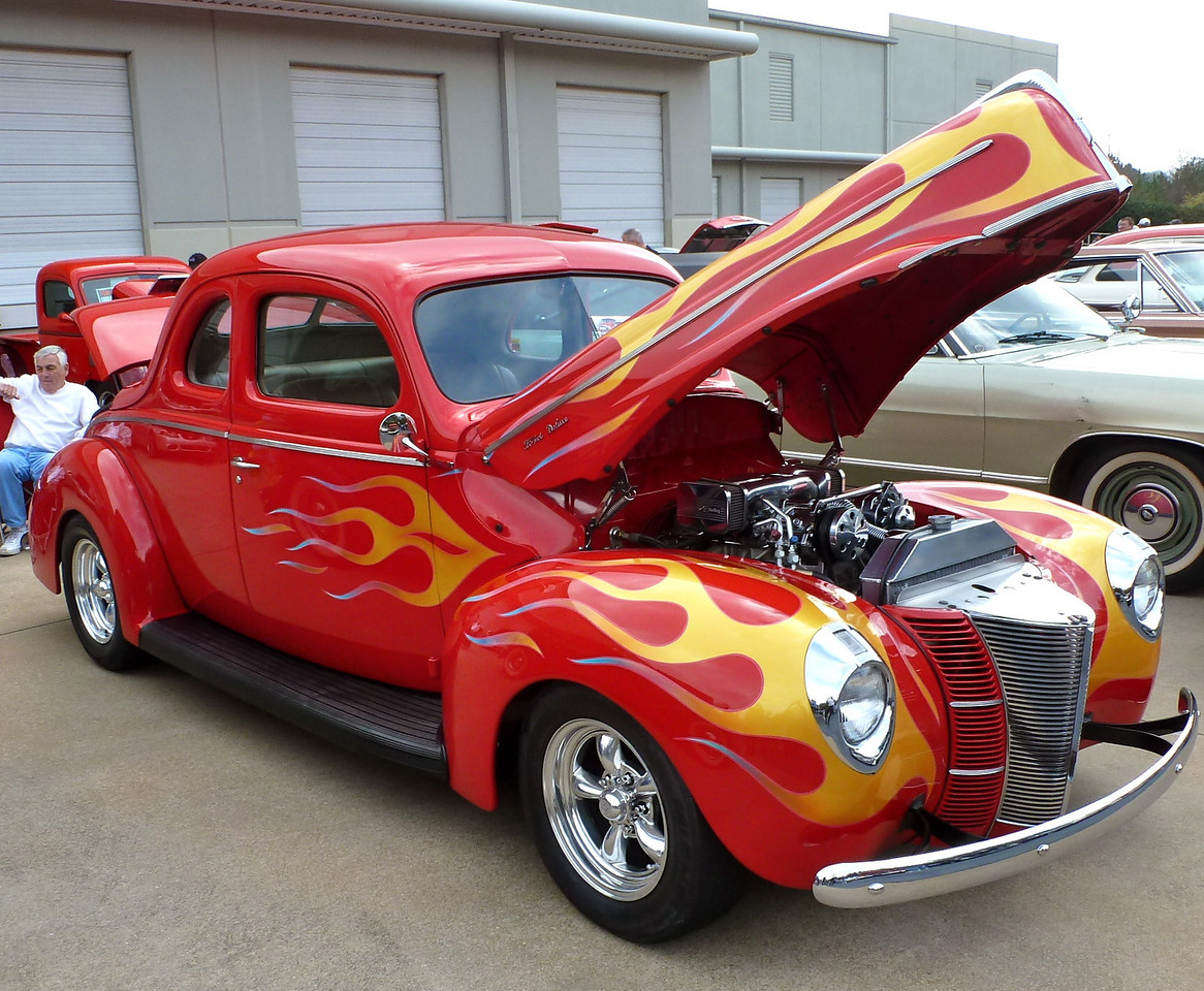 Trophy awarded for<br /> SANTA'S CHOICE <br /> <br /> 1940 Ford Coupe owned by Gary Harter