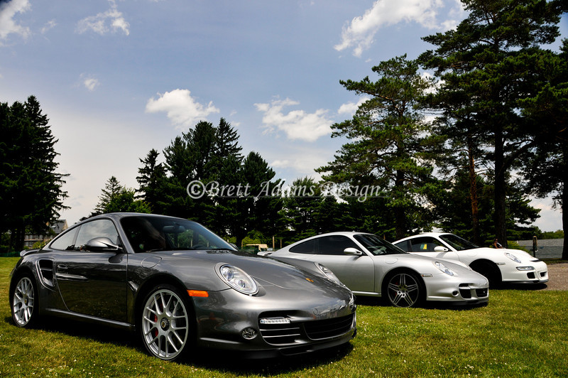 Porsche 997 Turbo Gen II (foreground)