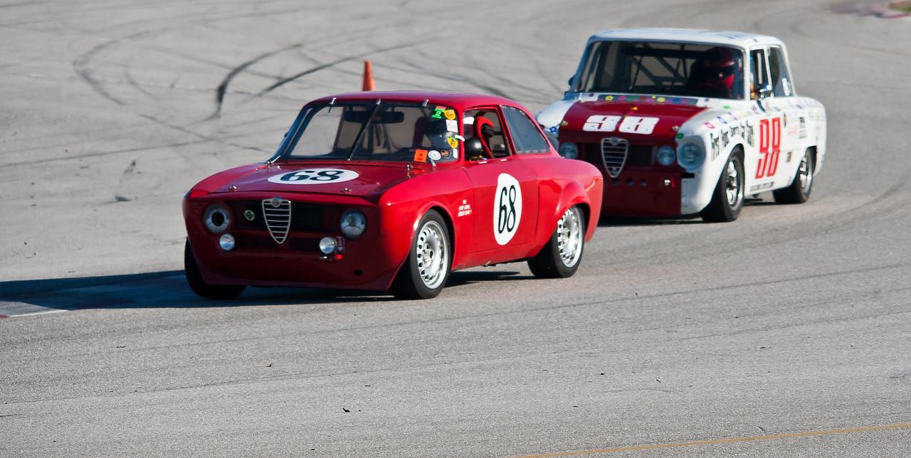 Alfa Romeo Giulia Sprint vs. Super