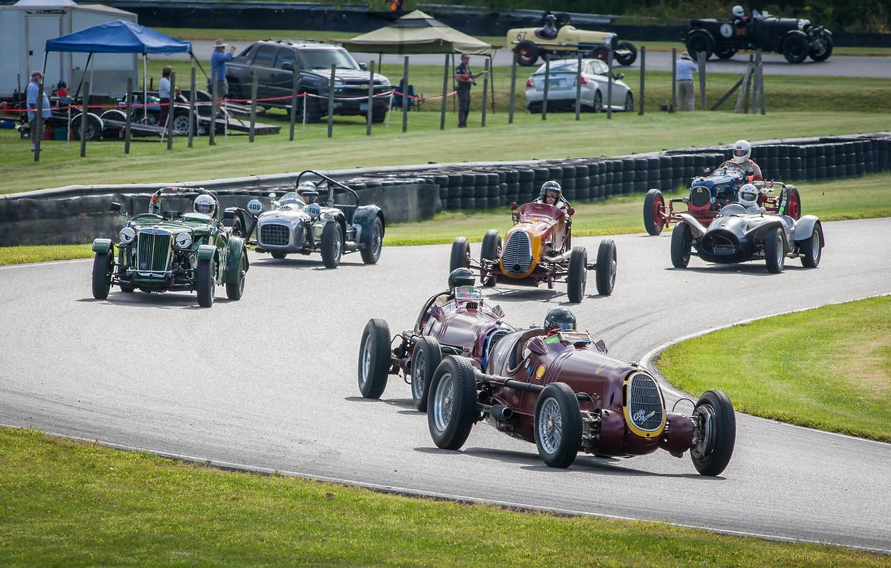 Group 2 with Alfa Romeos on pole