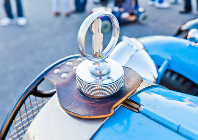 Bugatti radiator cap/temp gauge