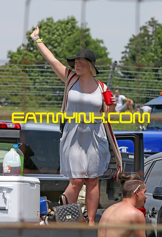 Flag_girl_Indy500race15_5425crop