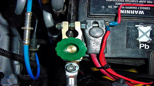 Repair to exhaust damaged ARB difflock air line & green winch isolating knob on Jeep Wrangler.