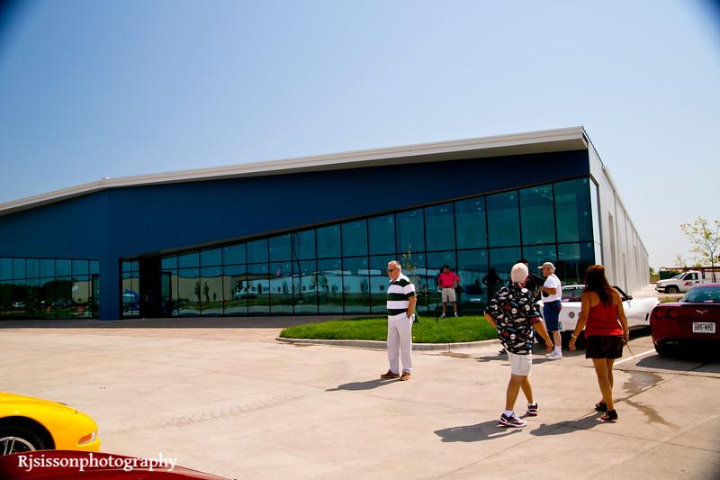 Fox Vettes arriving at the new building of Karl's Kustom