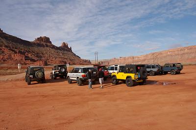 Trailhead tire airdown. Carol (blue D90), Bob (yellow D90), Nick (black D90), Frank (white Disco), Joe (red P38 Range Rover), Jim (white P38 range rover), Dan (LWB Classic Range Rover), Alex (yellow Rubicon XL Jeep) and our guide Dan Mick (white Rubicon Jeep)