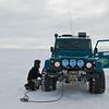 Oppe på isbreen. Endeløse hvite sletter av snø og is. Lufttrykket i dekkene må tilpasses underlag og temperatur.