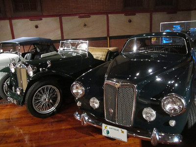 MG-TC and Arnolt-MG - just ten years separate the designs of these cars.