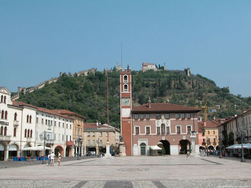 Piazza and upper castle