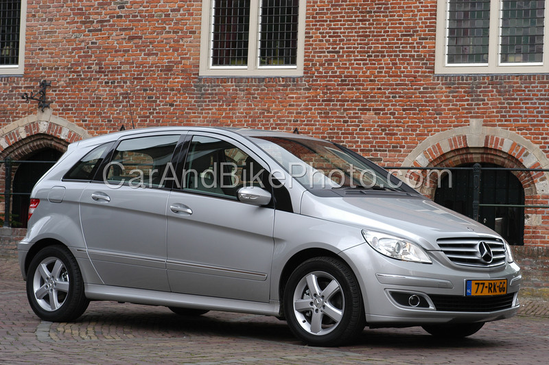 Mercedes B_8539