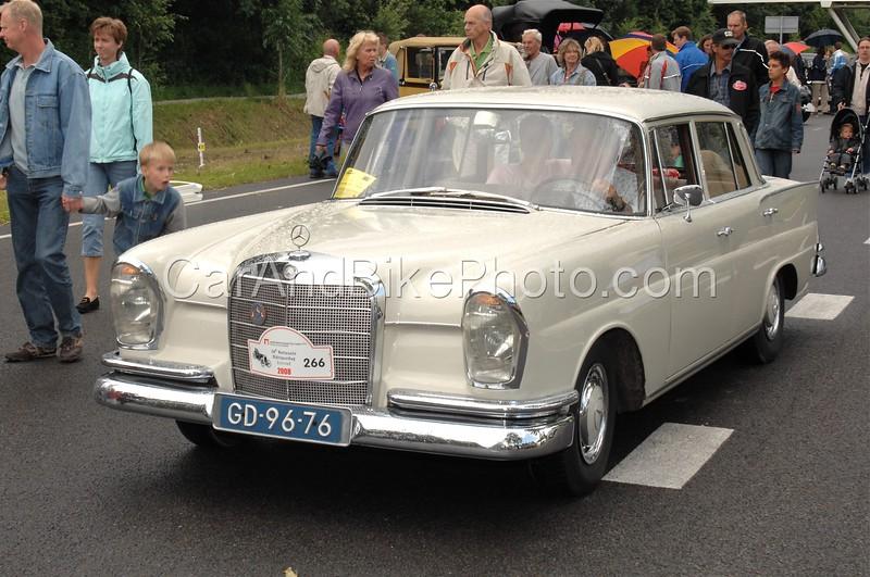 Mercedes_2861