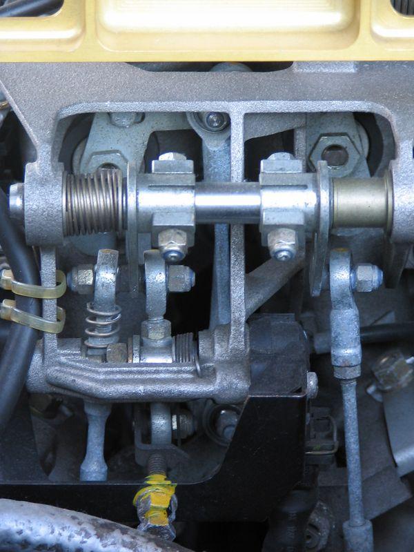 Engine - throttle linkage