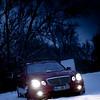 Rotkäppchen und der böse Wolf (unter der Haube) im Wintermärchenwald