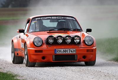 Auf Platz 1 landet der Serien Sieger der Metz Rallye Classic. Zum vierten Mal in Folge: Henglein / Röthel mit einer Abweichung von 10,42 Sekunden. Das macht, bei 156 Lichtschrankenmessungen, einen Schnitt von nur 0,0667 (Rechnerisch) Sekunden Abweichung pro Zeitmessung.