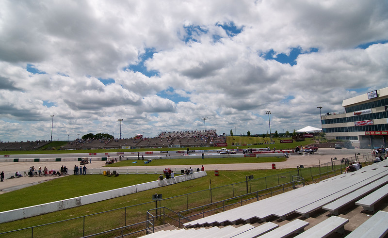 The sun eventually came out on Friday and it turned out to be a great day for racing. Notice how empty the stands are? Friday is the day to go!